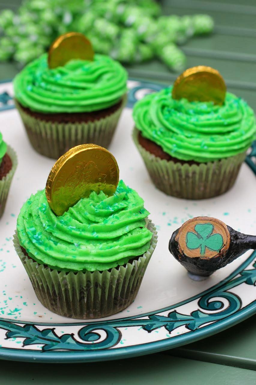 St Patricks Day Cupcakes  Green Gourmet Giraffe St Patrick s Day dinner cupcakes