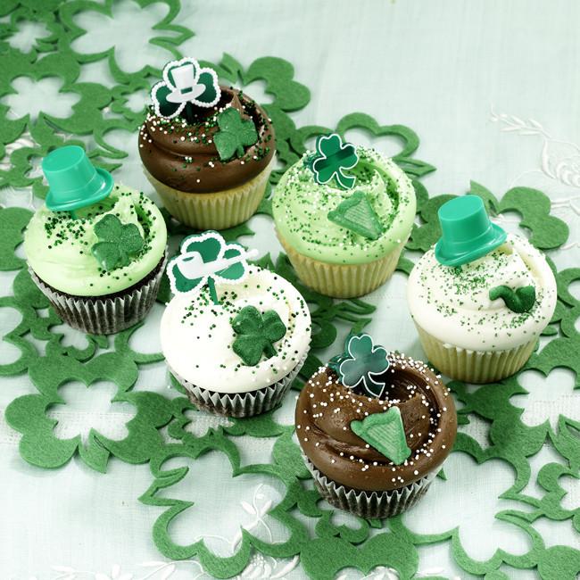 St Patricks Day Cupcakes  NYC St Patrick s Day Cupcakes Magnolia Bakery