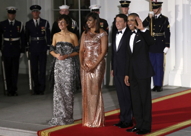 State Dinner 2016  Michelle Obama shines in Versace at White House dinner