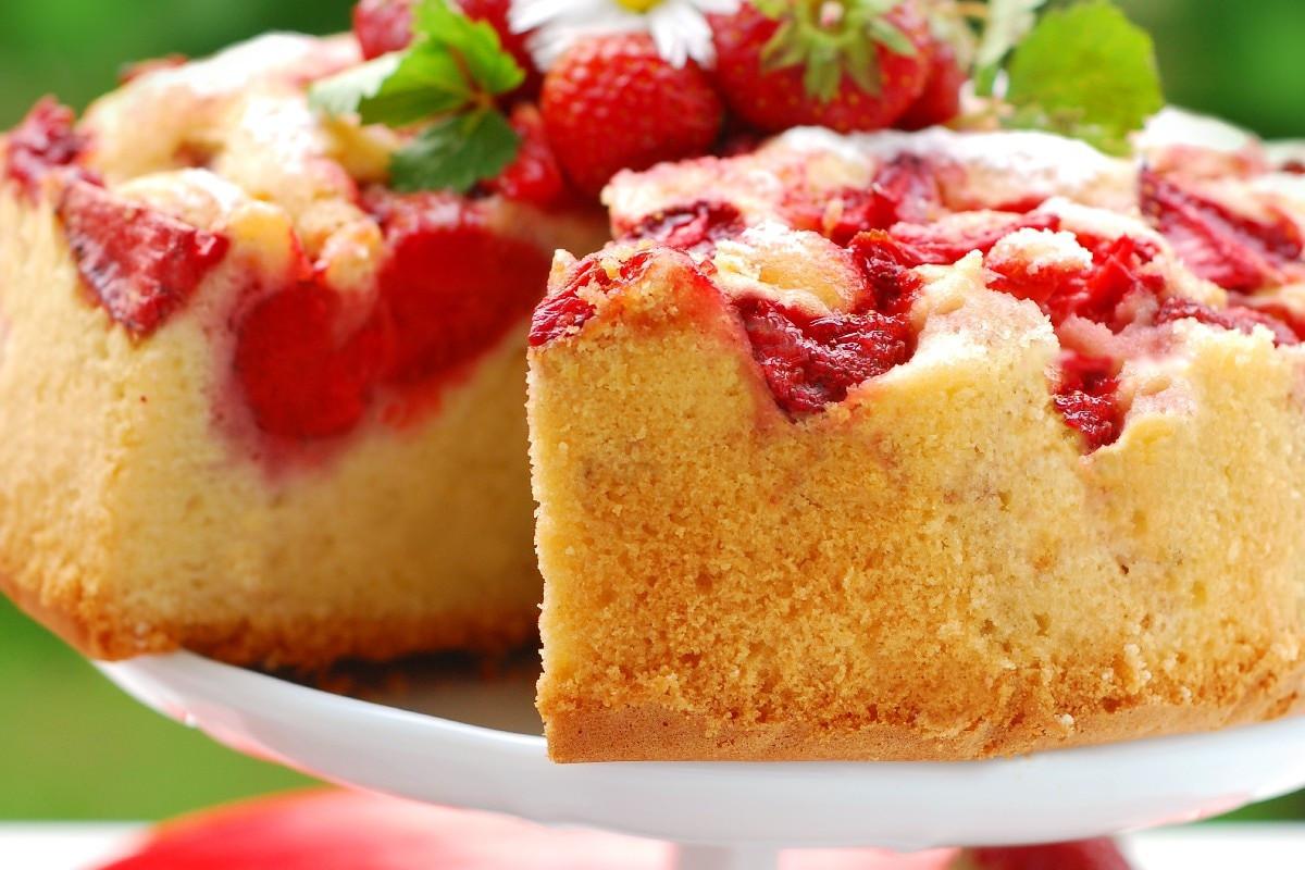 Strawberry Upside Down Cake  Fresh Strawberry Upside Down Cake KitchMe