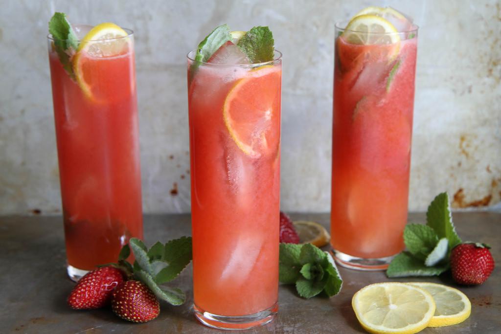 Strawberry Vodka Drinks  easy vodka lemonade recipe