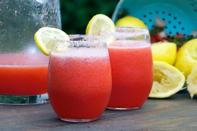 Strawberry Vodka Drinks  Strawberry Lemonade Vodka livelovepasta