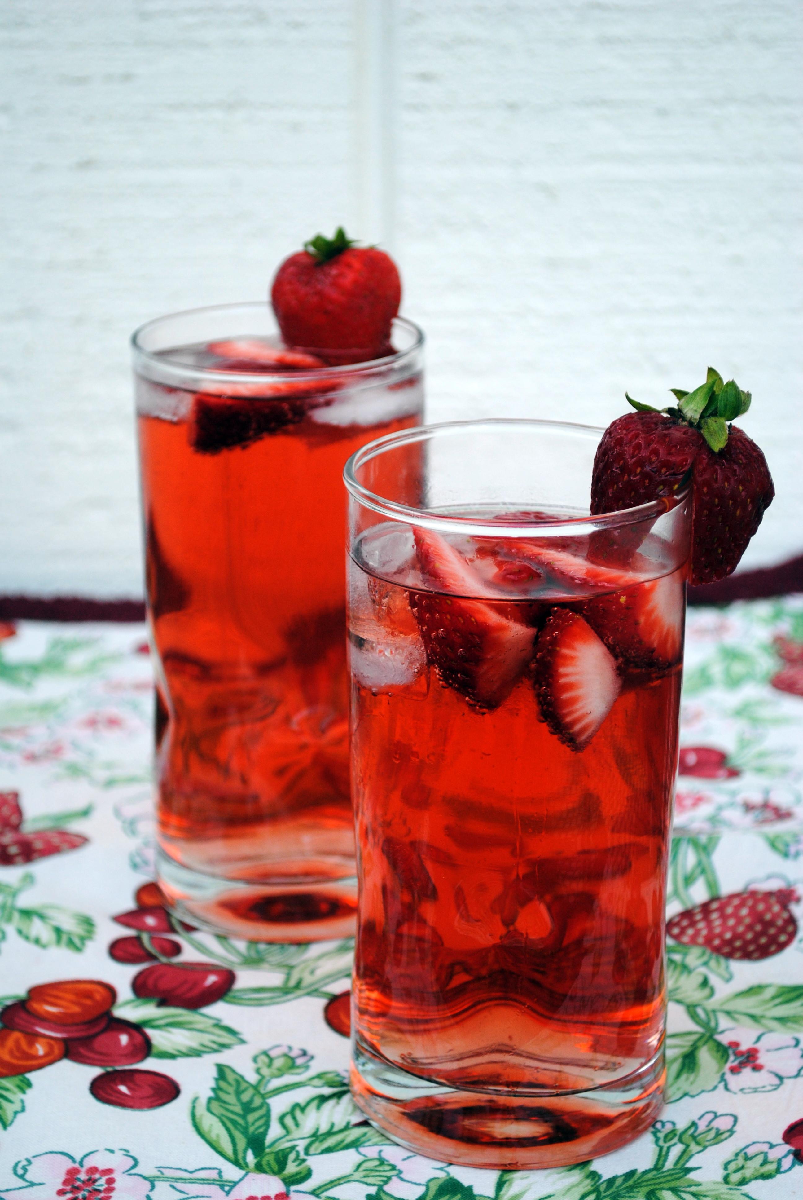 Strawberry Vodka Drinks  Thirsty Thursday Strawberry Vodka Lemonade