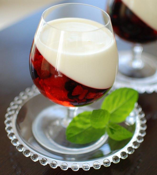 Summer Fruit Desserts  Easy summer dessert recipe Yogurt & berry fruit jellies