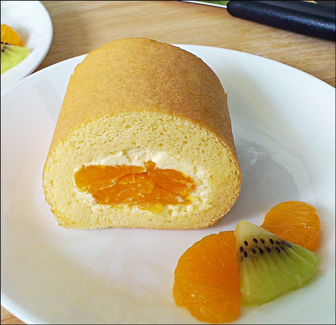 Swiss Roll Cake Recipe  KitchenTigress Vanilla Swiss Roll 香草瑞士蛋糕卷