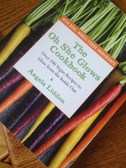 The Oh She Glows Cookbook: Over 100 Vegan Recipes To Glow From The Inside Out  lasse larsen