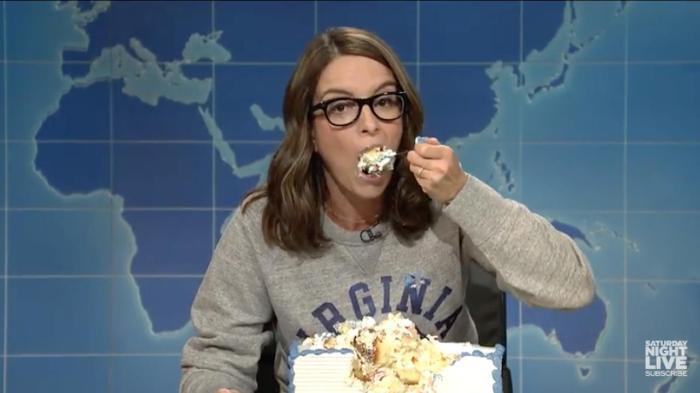 Tina Fey Sheet Cake  Tina Fey Stress Eating A Sheet Cake To Cope With 2017 Is