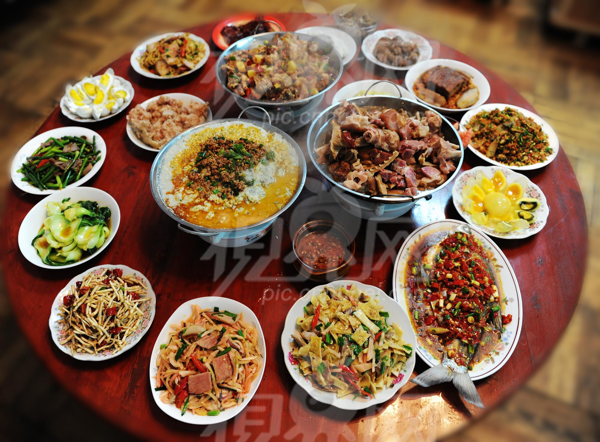Traditional New Year'S Dinner  ¡Feliz año nuevo Happy New Year