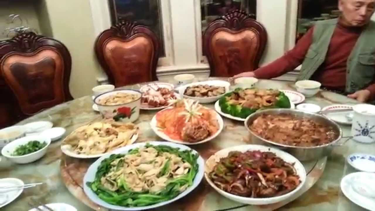 Traditional New Year'S Dinner  traditional chinese new year dinner samsung video