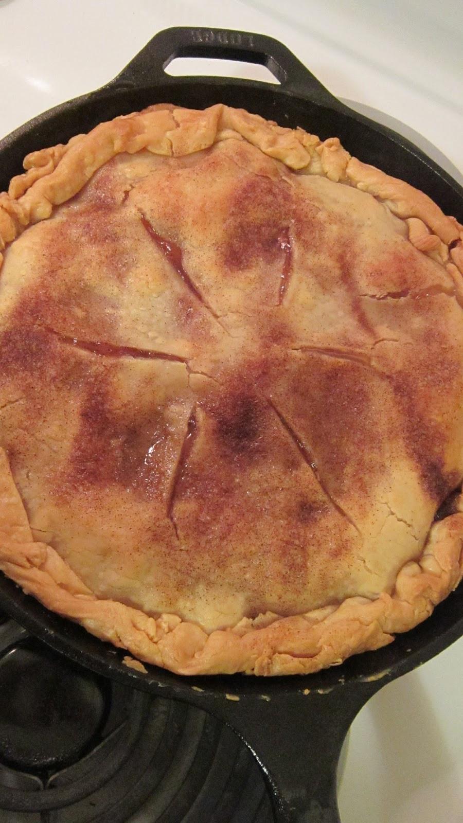 Trisha Yearwood Skillet Apple Pie  gold country girls Skillet Apple Pie From Trisha s