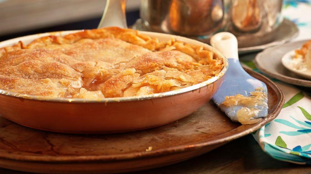Trisha Yearwood Skillet Apple Pie  trisha yearwood skillet peach cobbler