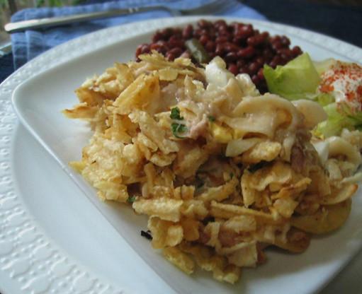 Tuna Noodle Casserole With Potato Chips  tuna casserole with potato chips