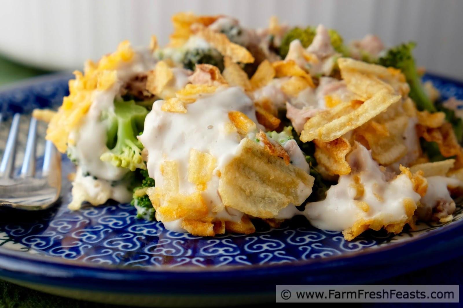 Tuna Noodle Casserole With Potato Chips  tuna noodle casserole with potato chips on top