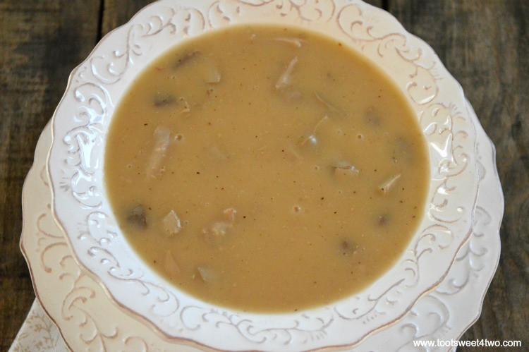 Turkey Neck Gravy  gravy from turkey neck and giblets