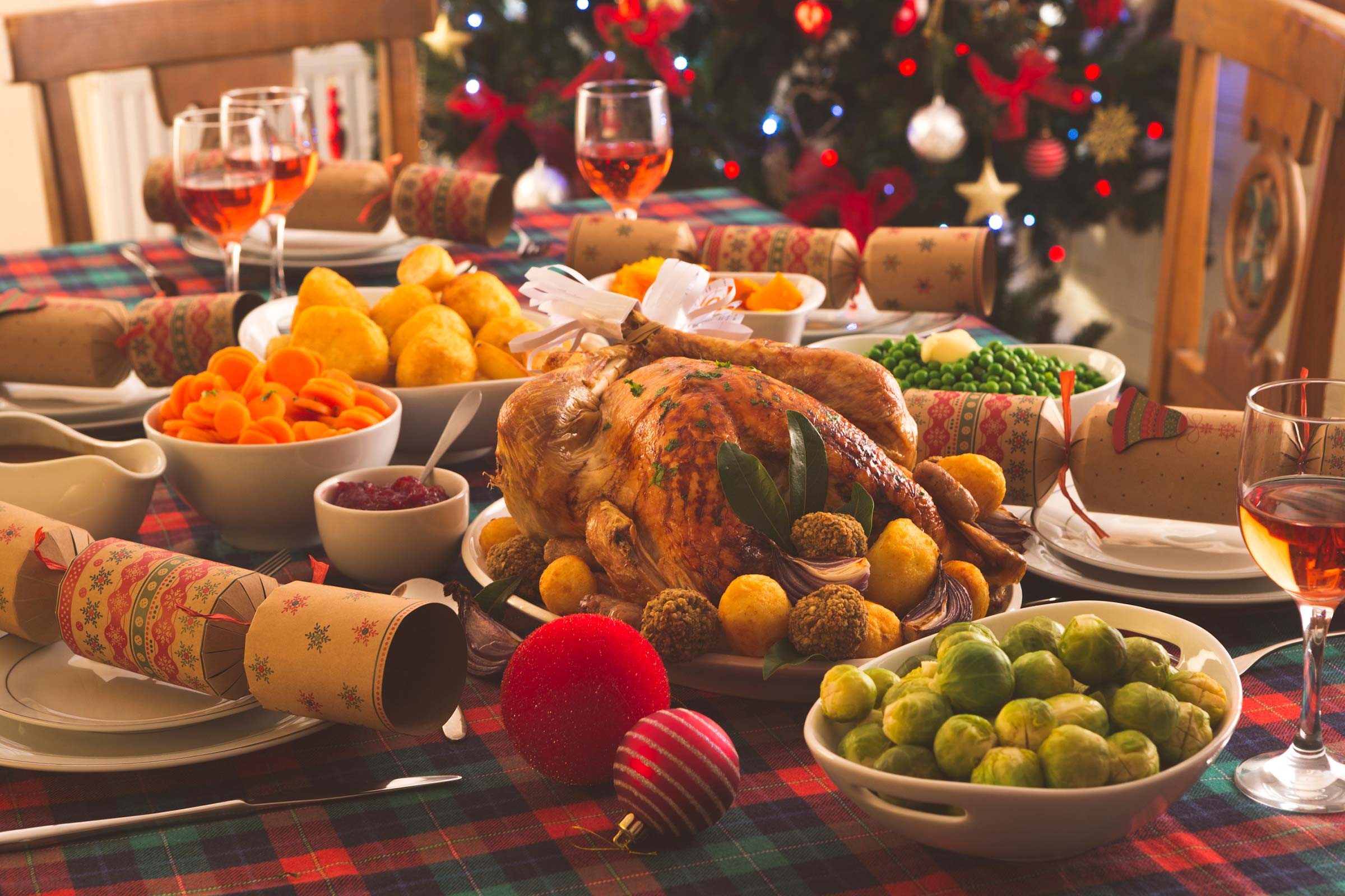 Typical Christmas Dinner  Tips to Save Money on Holiday Shopping