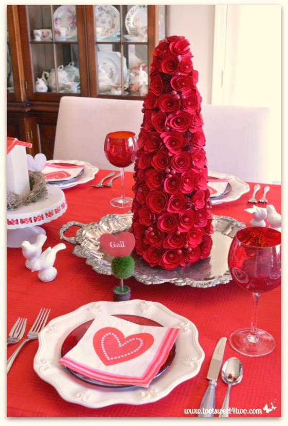 Valentine'S Day Dinner  Decorating The Table For A Valentine 039 s Day Celebration