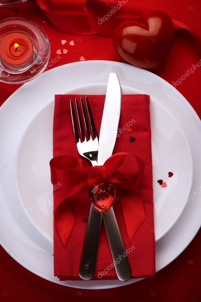 Valentine'S Day Dinner 2020  Romantic Dinner Place setting for Valentines Day — Stock