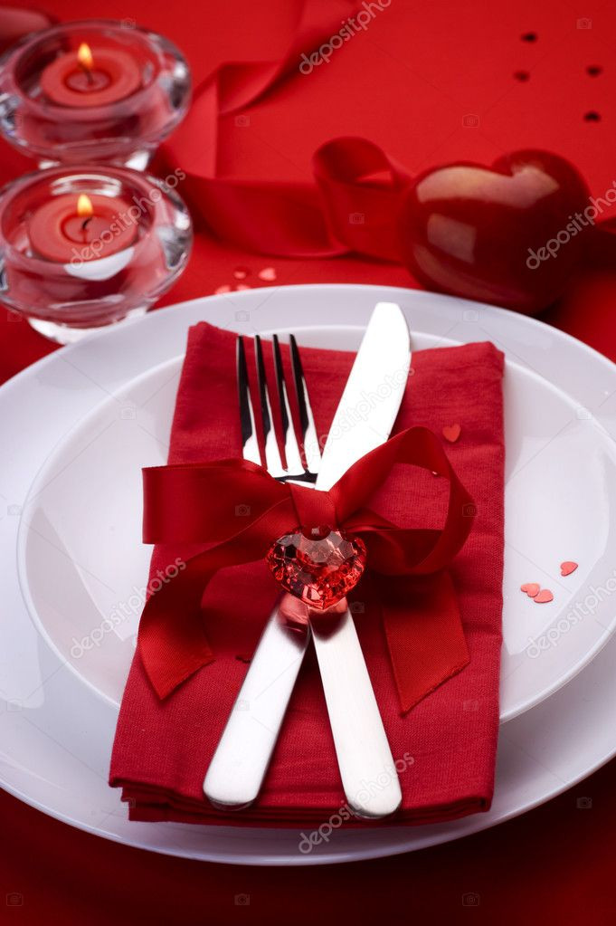 Valentine'S Day Dinner 2020  Romantic Dinner Place setting for Valentine s Day — Stock