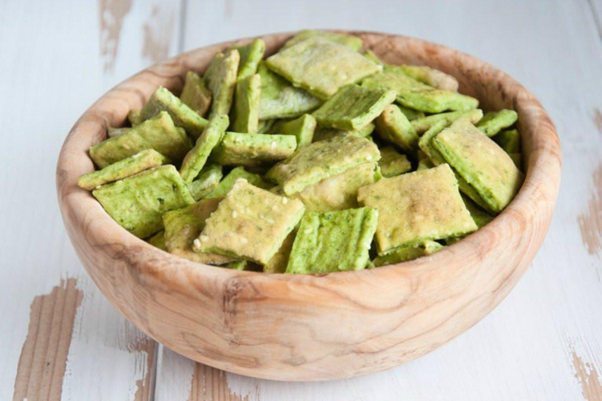 Vegan Snacks Recipes  Spinach and Sesame Crackers [Vegan] e Green Planet