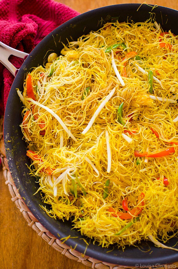 Vegetarian Rice Noodles Recipe  Ve arian Singapore Noodles — Living Lou