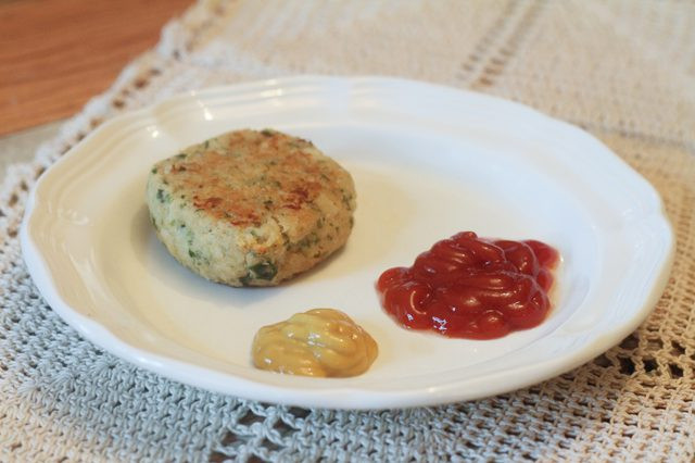 What To Eat With Crab Cakes  What to Eat With Crab Cakes
