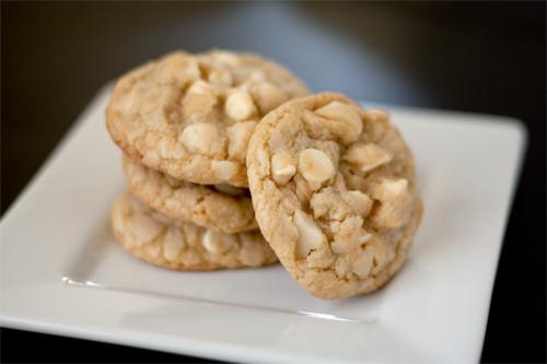 White Chocolate Chip Macadamia Nut Cookies  White Chocolate Macadamia Nut Cookies Handle the Heat