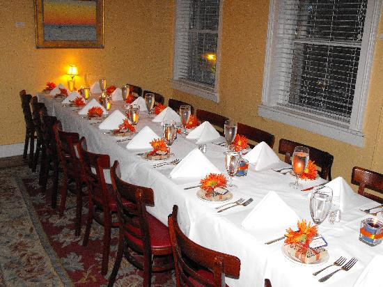 Who Attends The Rehearsal Dinner  The Wedding Planning Checklist