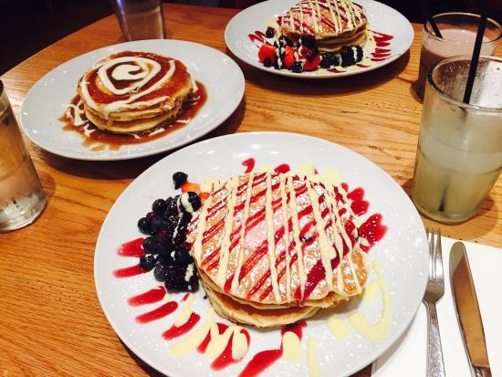 Wildberry Pancakes & Cafe  Banana Cream Pie Pancake Bild från Wildberry Pancakes