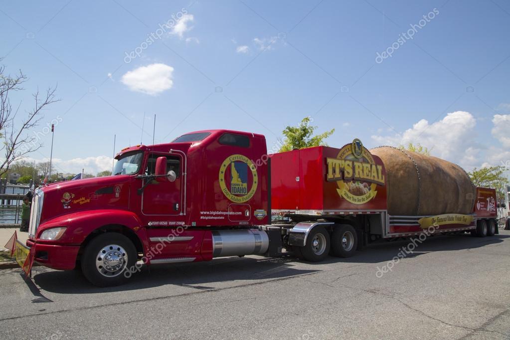 Worlds Biggest Potato  patata più grande del mondo su ruote presentato durante il