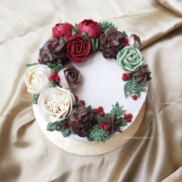 Buttercream Christmas Cakes  ly for Christmas buttercream cake with pine cones