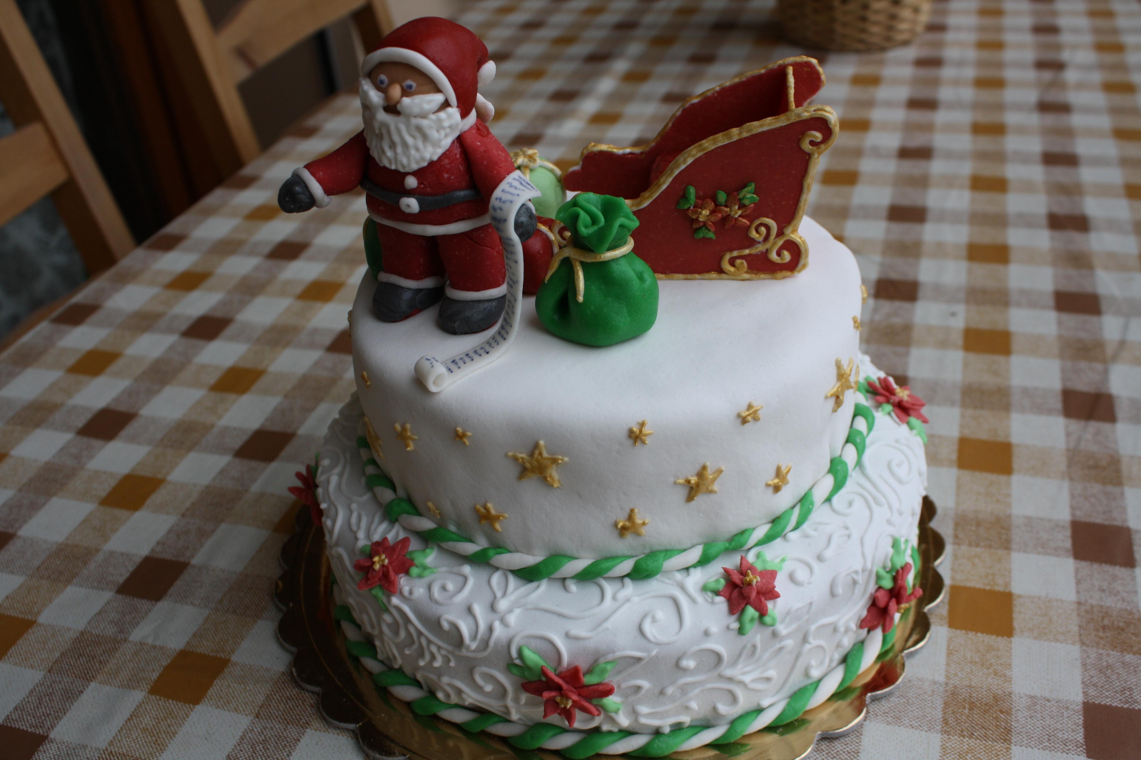 Buttercream Christmas Cakes  Christmas Cake – Santa delivering christmas ts on his