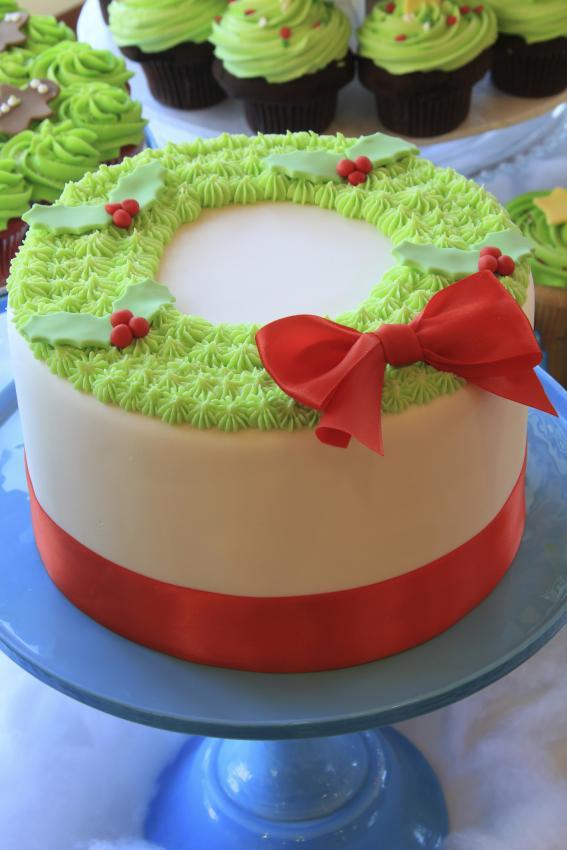 Buttercream Christmas Cakes  Top 10 Christmas Cake Designs [Slideshow]