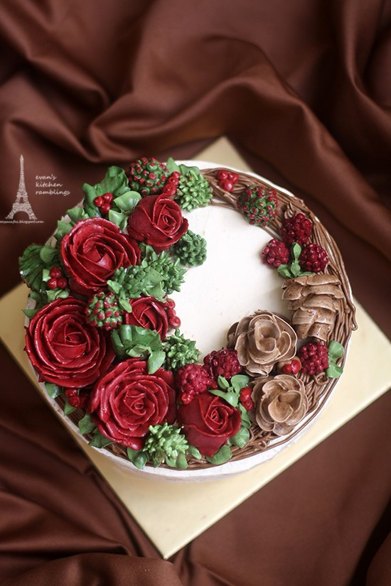 Buttercream Christmas Cakes  Christmas Buttercream Wreath Cake