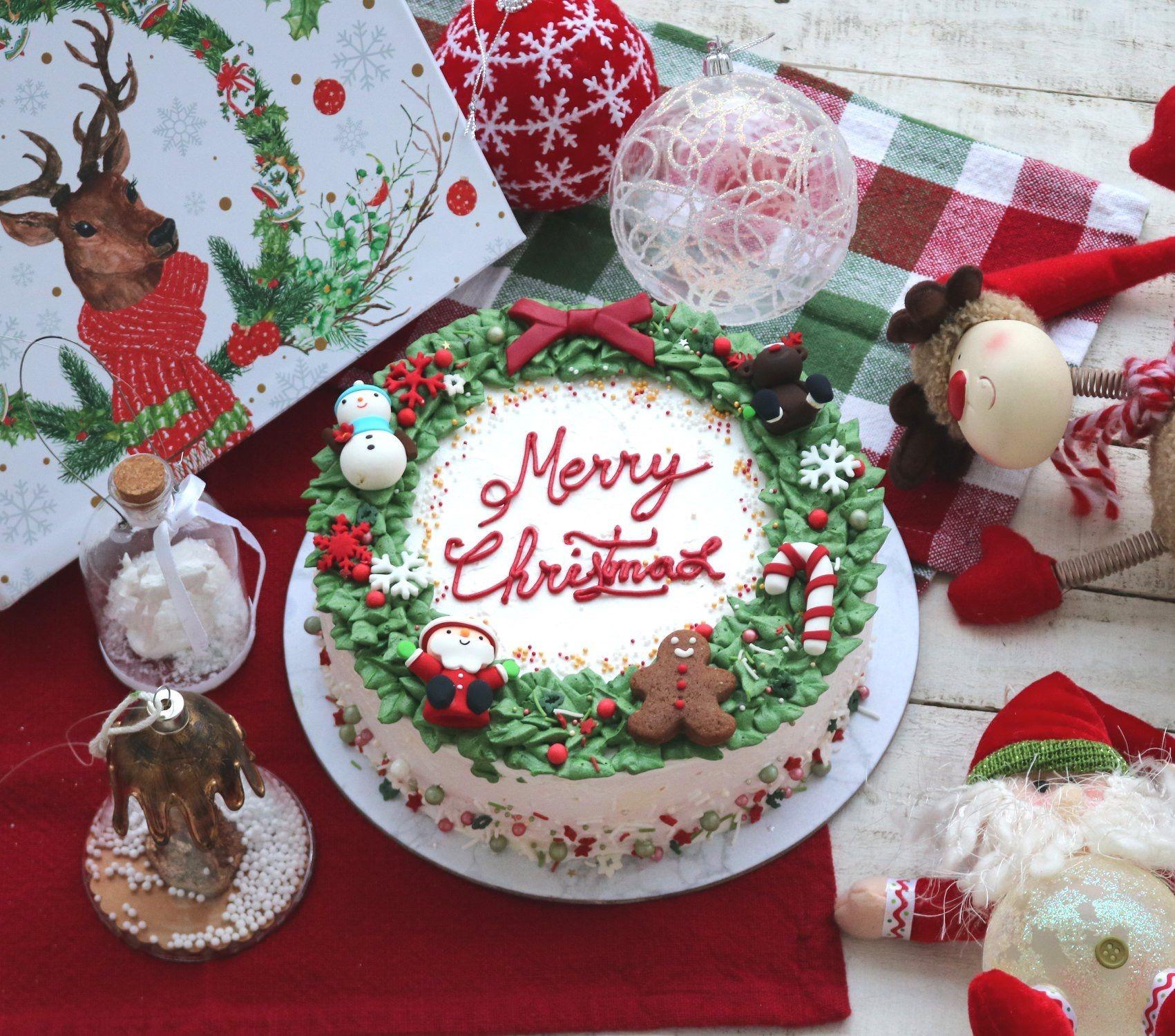 Buttercream Christmas Cakes  Christmas cake Buttercream cake Pinterest