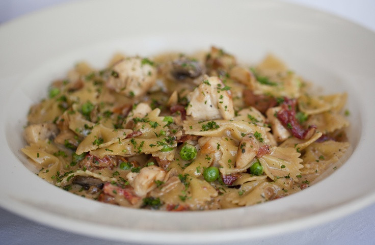 Cheesecake Factory Farfalle With Chicken And Roasted Garlic  Farfalle with Chicken and Roasted Garlic Bow tie pasta