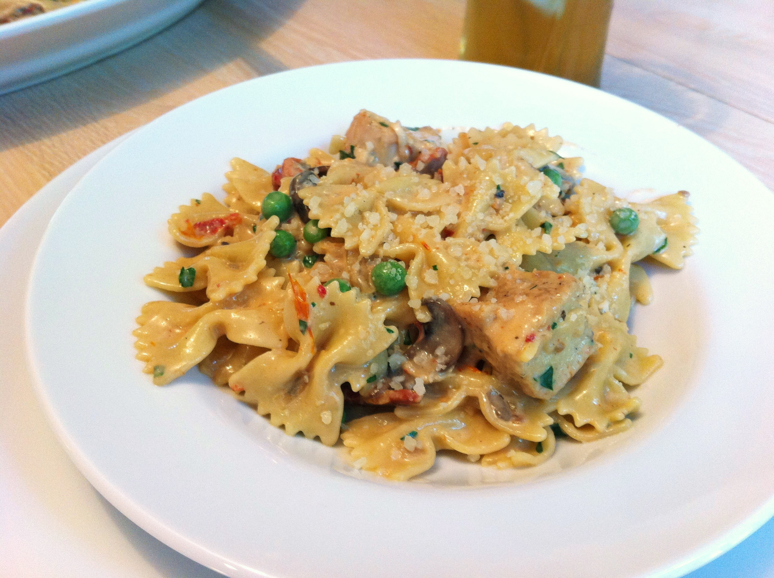 Cheesecake Factory Farfalle With Chicken And Roasted Garlic  Chicken and Farfalle Pasta in a Roasted Garlic Cream Sauce