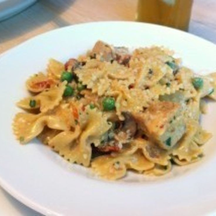 Cheesecake Factory Farfalle With Chicken And Roasted Garlic  Check out Chicken and Farfalle with roasted garlic sauce
