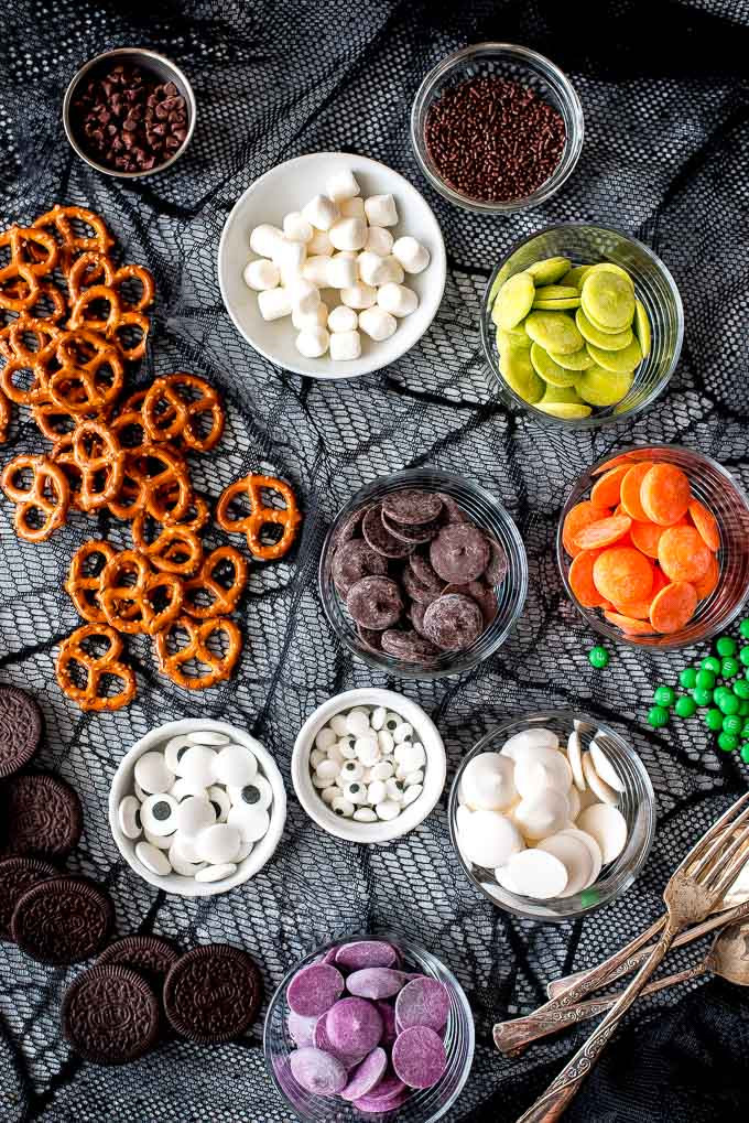Chocolate Dipped Pretzels For Halloween  Halloween Chocolate Covered Pretzels Garnish & Glaze