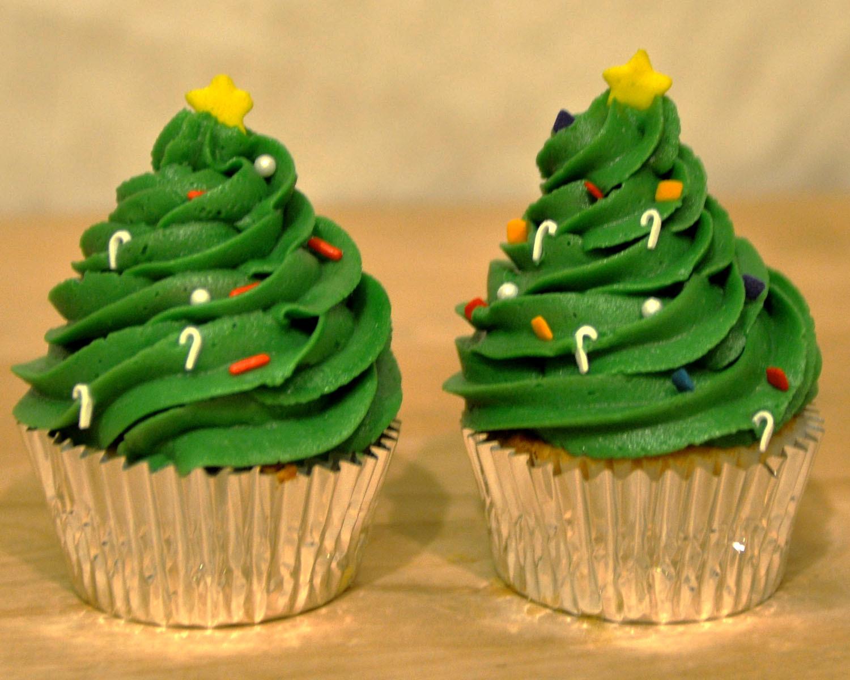 Christmas Cake Cupcakes  Beki Cook s Cake Blog Simple Christmas Cake