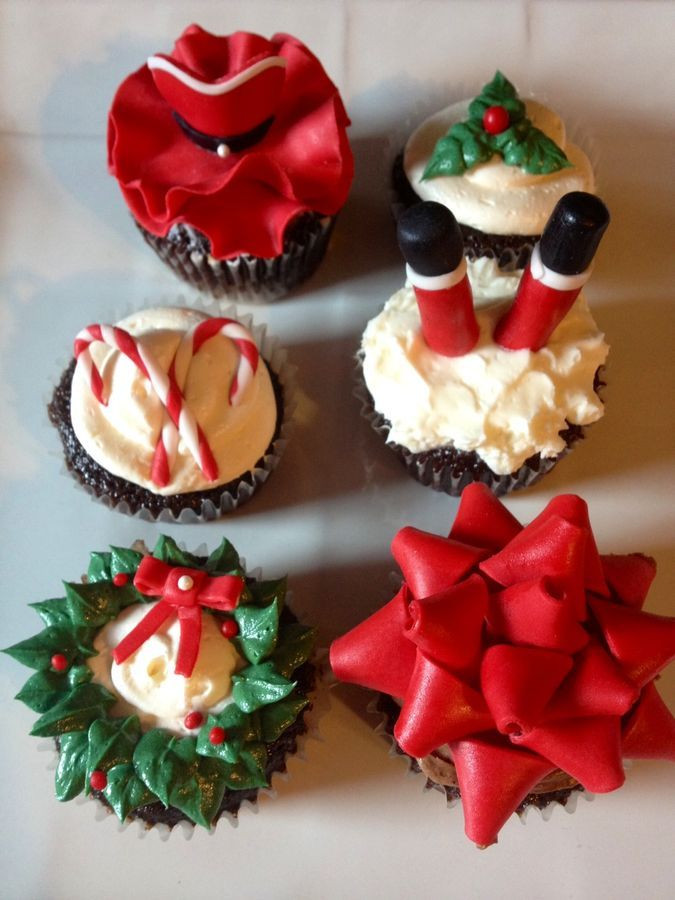 Christmas Cake Cupcakes  25 best ideas about Christmas Cupcakes Decoration on
