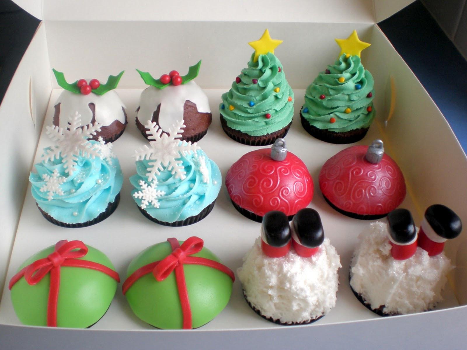 Christmas Cake Cupcakes  The Pretty Purveyor Holy Christmas Cupcakes