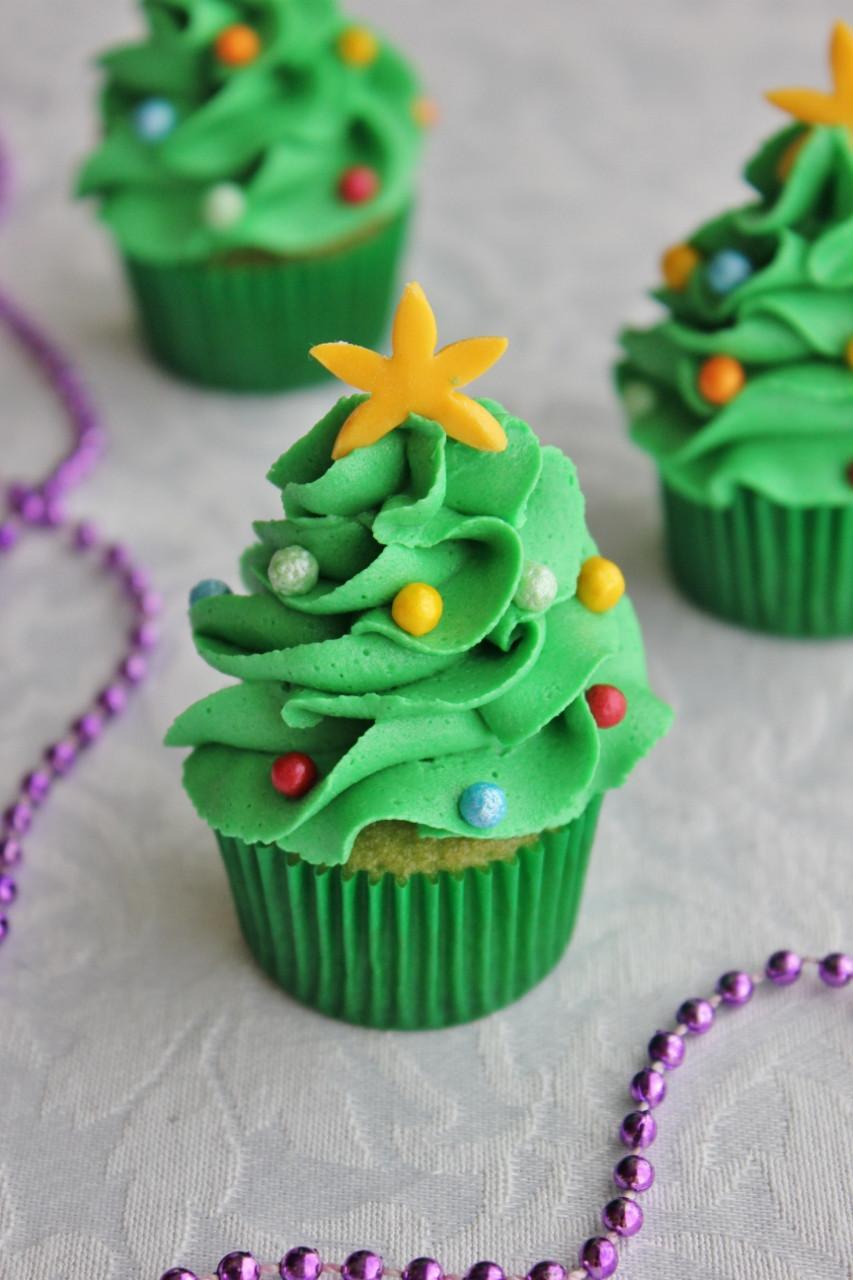 Christmas Cake Cupcakes  10 Irresistible Christmas Tree Cupcakes Roxy s Kitchen