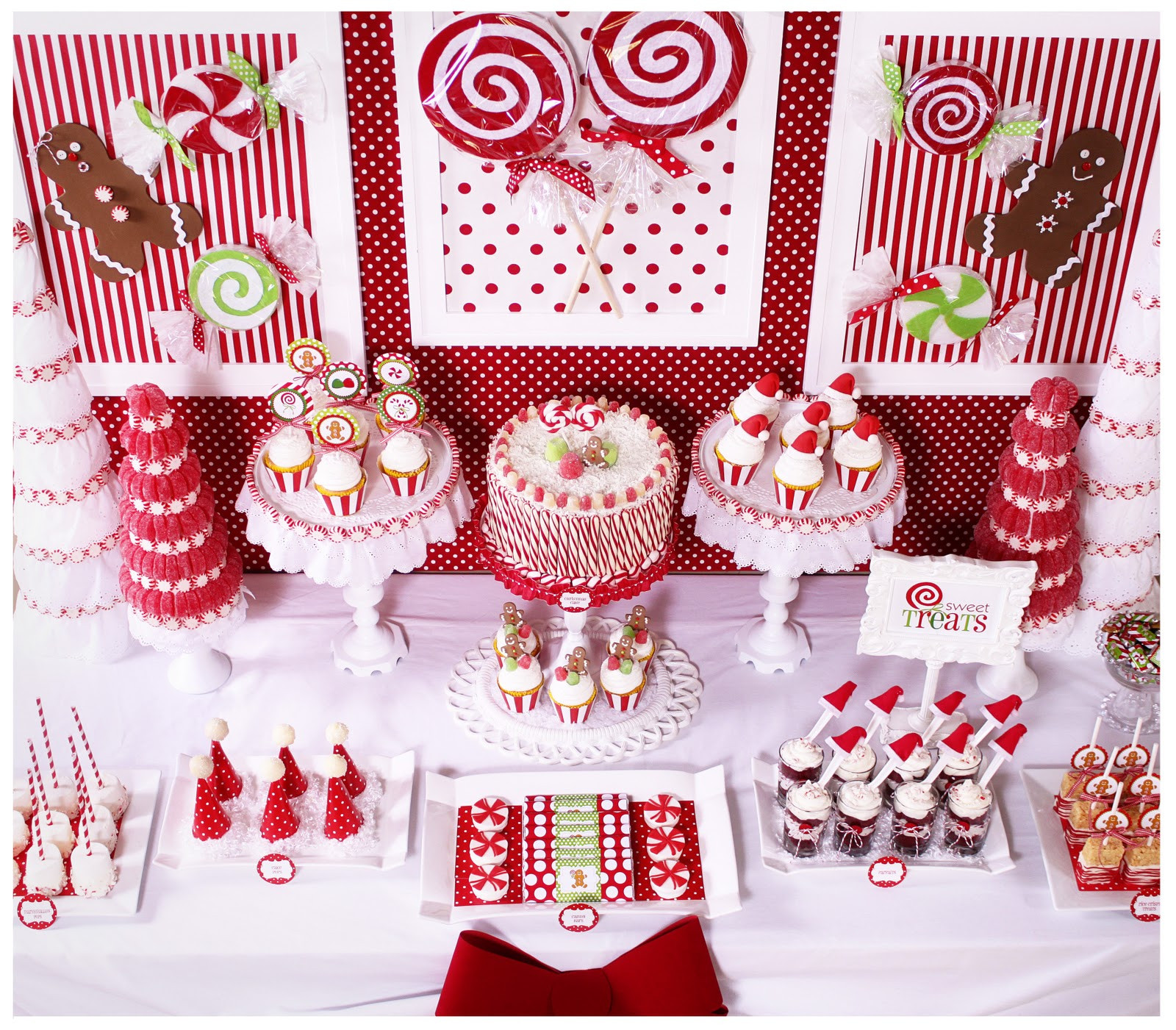 Christmas Candy Bar  Kara s Party Ideas Candy Land Christmas Party