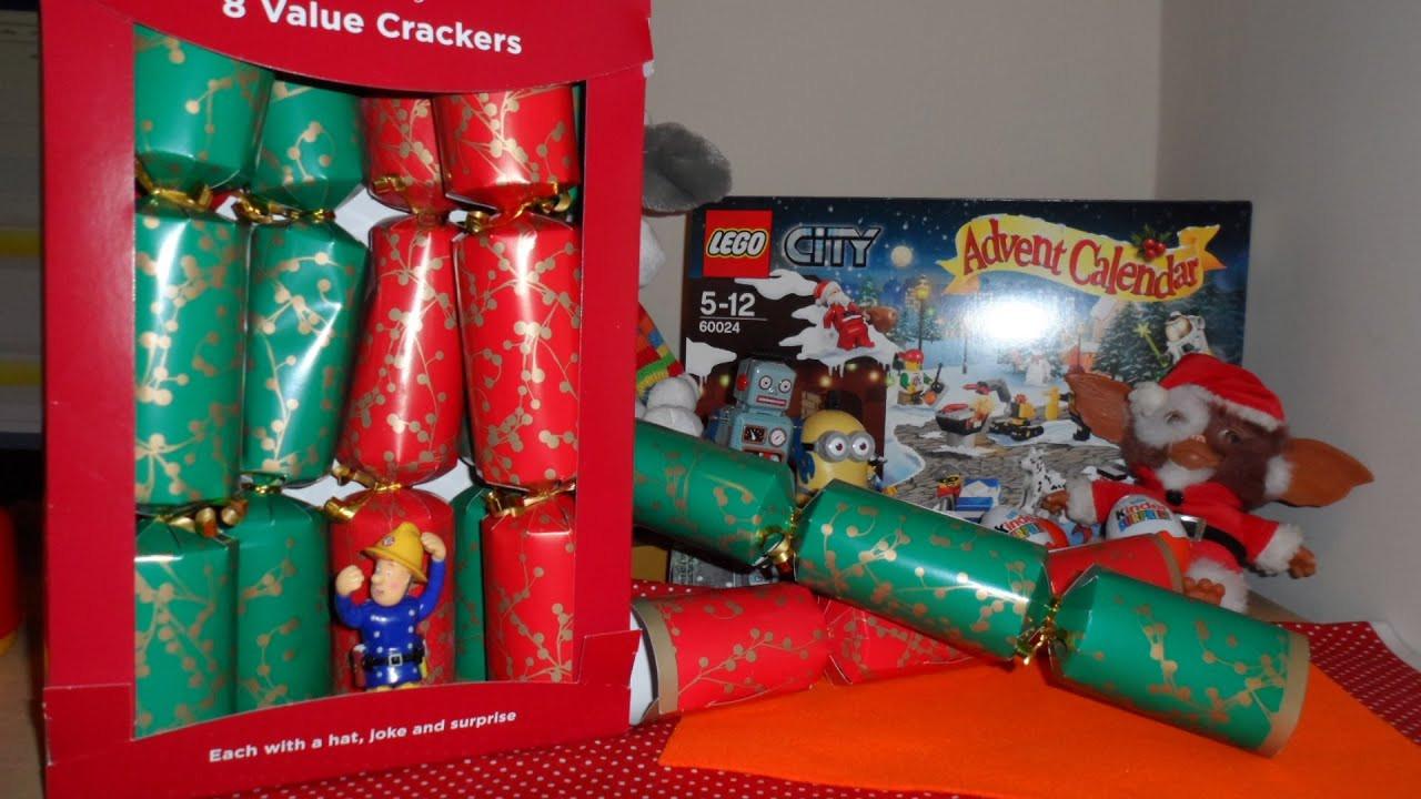 Christmas Crackers Uk  8 X OPENINGS OF UK BRITISH CHRISTMAS CRACKERS WITH MAGIC