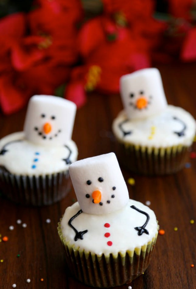 Christmas Cupcakes Images  18 Adorable Christmas Cupcake Recipe Ideas That Are