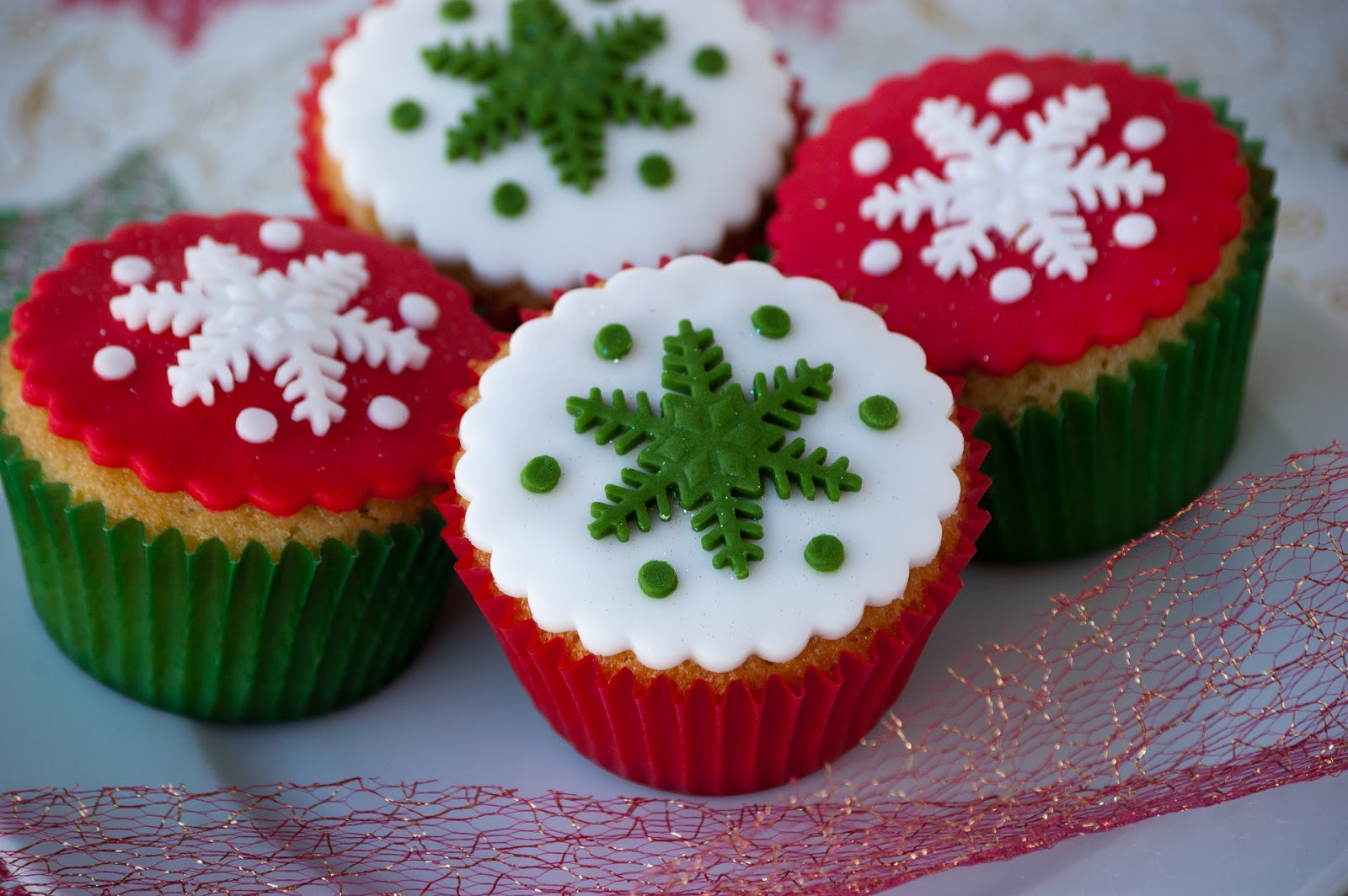 Christmas Cupcakes Images  Cupcakes Are My New Love Christmas Cupcakes