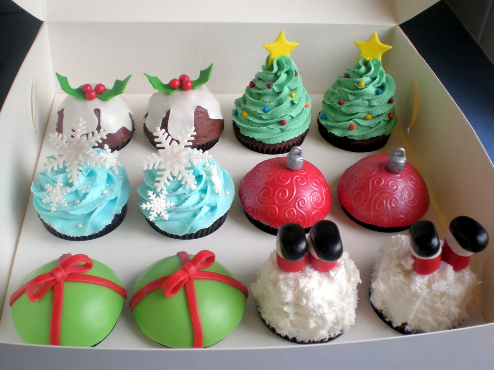 Christmas Cupcakes Images  The Pretty Purveyor Holy Christmas Cupcakes