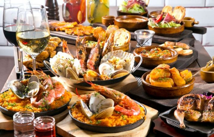 Christmas Dinners In Spain  18 best Traditional Christmas Dinner Menu images on