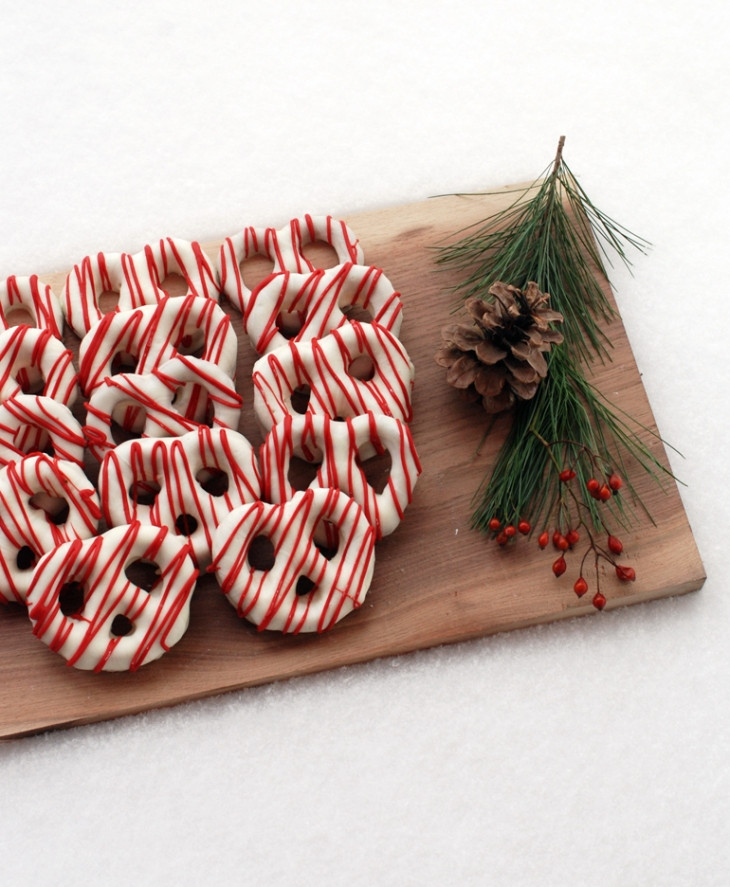 Christmas Dipped Pretzels  Chocolate Covered Pretzels – Christmas Style The