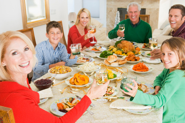 Christmas Family Dinners  10 Things you should do before holiday houseguests arrive
